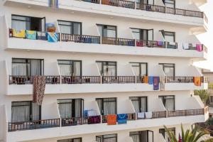 10 Jahre haben Airbnb zu einem ernsten Problem für die Hotelbranche heranwachsen lassen.