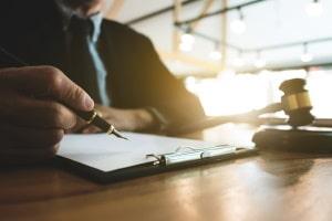 Auf Basis von § 313 BGB kann ein Mietvertrag angepasst werden.