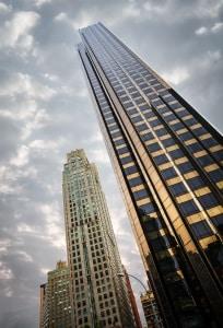 Für den Aufzug in einem Mehrfamilienhaus kann die Hausordnung Nutzungsregeln beinhalten.