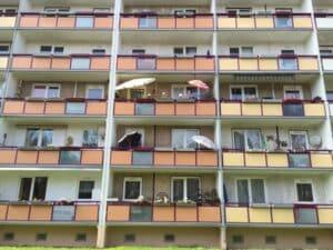 Ist der Balkon nicht nutzbar, kann eine Mietminderung einsetzten. Wie Sie dabei am besten vorgehen, erfahren Sie im folgenden Ratgeber.