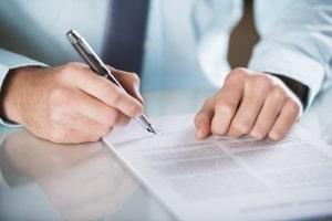 Liegt ein befristeter Mietvertrag vor? Eine Eigenbedarfskündigung kann dann nicht erfolgen.