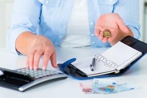 Eine Betriebskostennachzahlung folgt auf die jährliche Betriebskostenabrechnung.