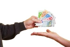 Betriebskostenvorauszahlung: Nicht alle Nebenkosten können auf den Mieter umgelegt werden.