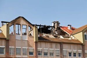 Die Maßnahmen im Brandschutz sollen einem Feuer vorbeugen bzw. die Ausbreitung eindämmen.