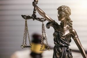Ob eine Bürgschaft außerordentlich gekündigt werden kann, entscheidet im Streitfall das Gericht.