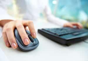 Für eine Eigenbedarfskündigung sind Musterschreiben in der Fachliteratur zu finden.