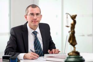 Vorgeschobene Eigenbedarfskündigung: Der Schadensersatz ist rechtlich geregelt.