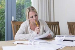 Fristlose Kündigung Ihrer Wohnung erhalten: Was Sie tun sollten, ist die Kündigung zu überprüfen.
