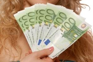 Wer in einer Wohnung oder einem Haus zur Miete wohnt, muss dem Eigentümer ein Entgelt zahlen.