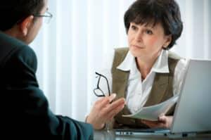 Bei einer Mietminderung durch Lärm von einer Baustelle ist es ratsam zunächst das Gespräch mit dem Vermieter zu suchen, bevor Sie die Miete kürzen.