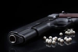 Mietvertag kündigen wegen illegaler Waffe: Ist das zulässig?