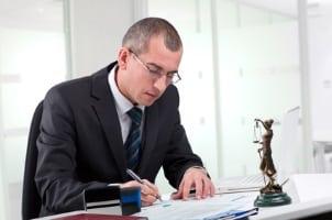 Ein Rechtsanwalt, der in Hamburg, im Mietrecht tätig ist, unterstütz bei Fragen zur Mietminderung.
