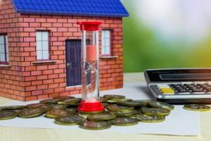 Teilkauf von Immobilien: Diese werden zu eine bestimmten Prozentsatz veräußert und meist mit einem Wohnrecht für die Verkäufer versehen.