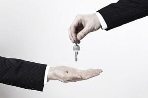 In der Regel kann keine Vermittlungsgebühr von Mietern erhoben werden - vom Vermieter allerdings schon.