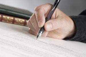 Wohnungsübergabeprotokoll sollte immer unterschrieben werden - und das von allen Vertragsparteien.