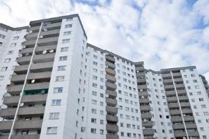 In Berlin wird über eine Zwangsenteignung von Wohnungen großer Konzerne debattiert.